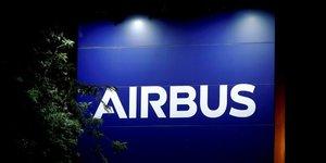 Airbus et airasia revoient les conditions d'une commande de centaines d'appareils