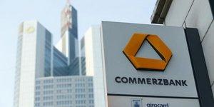 Commerzbank: baisse moindre que prevu des profits, le titre monte