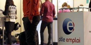Des personnes attendant A POle emploi  chOmeurs, chOmage  lors du 20e forum de l& 39 alternance A Paris en mai 2015