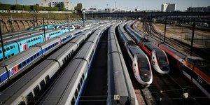 Des TGV sont stationnEs prEs de la gare de Lyon A Paris lors du confinement pour limiter la propagation du coronavirus