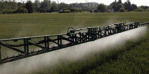 Épandage de pesticides, agriculture, pollution chimique, désherbant, phyto-sanitaire,