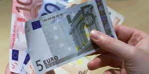 Hausse de 0,1  du salaire de base mensuel au 4e trimestre
