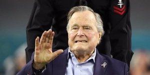 L'ex-president george h.w. bush toujours hospitalise, souffre de bronchite