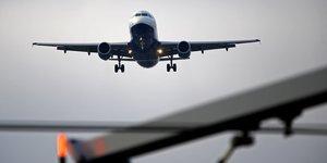 L& 39 iata reclame un nouveau coup de pouce financier pour les compagnies aeriennes