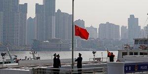 La chine rend hommage aux milliers de morts de l'epidemie