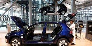 Le marche automobile allemand pourrait baisser de 2% en 2018, selon la vda