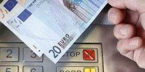 Le plafonnement des frais bancaires ajoute au plan pauvrete, dit le maire