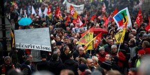 Les syndicats reformistes se joignent a la contestation sur les retraites