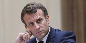 """Macron promet une """"nouvelle equipe"""" a ses cotes"""