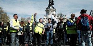 """Manifestations dans le calme au 21e jour des """"gilets jaunes"""""""