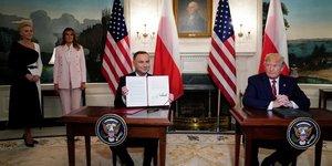 Moscou s'inquiete du projet de deploiement de drones americains en pologne
