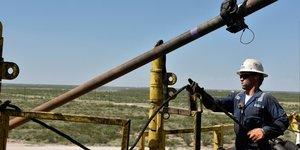 Ouvrier américain, pétrole, forage, bassin permien, Etats-Unis