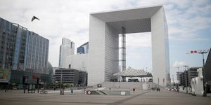 Paris-La DEfense, quartier d& 39 affaires, Puteaux, Grande Arche, confinement,