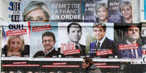 Présidentielle 2017, affiches, campagne, élection, électoral, rue, passant, candidats, Mélenchon, Fillon, Le Pen, Hamon, Macron, information, médias, débat,