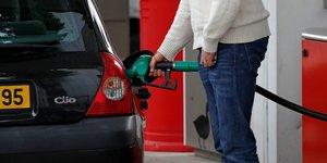 Soutien massif au mouvement contre les prix des carburants