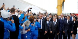 Stx france: macron appelle a reviser l'equilibre actionnarial