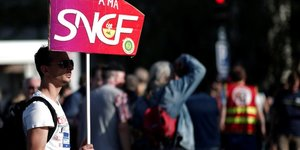 Une majorite de francais toujours opposee a la greve sncf